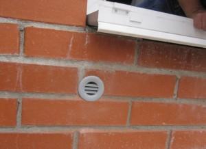 Фотография вентиляционного клапана с улицы