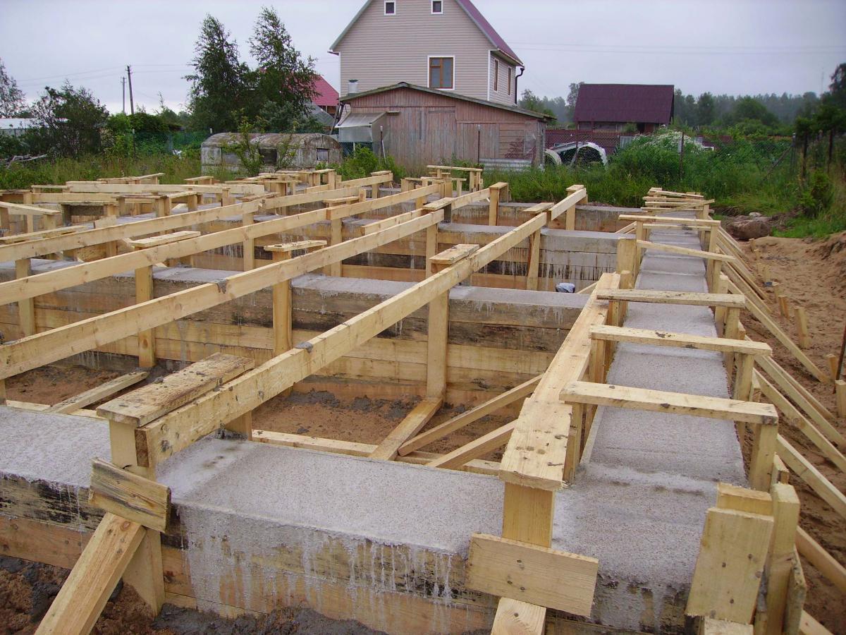 Строительство фундамента дома своими руками