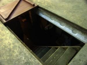 крышка люка в погреб