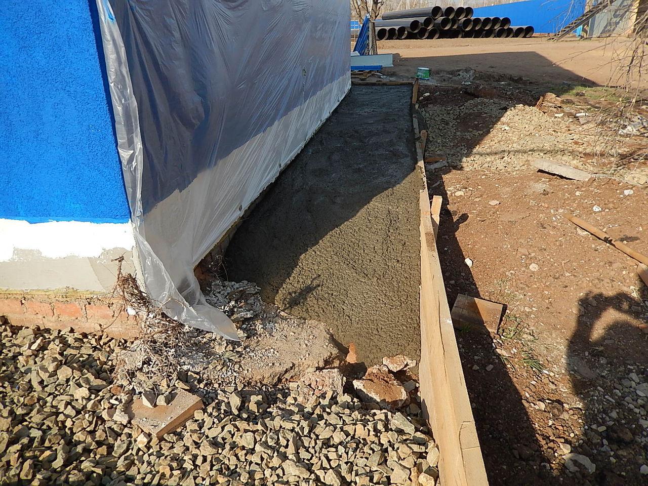 Бетонная отмостка вокруг дома как сделать (залить) отмостку из бетона 38