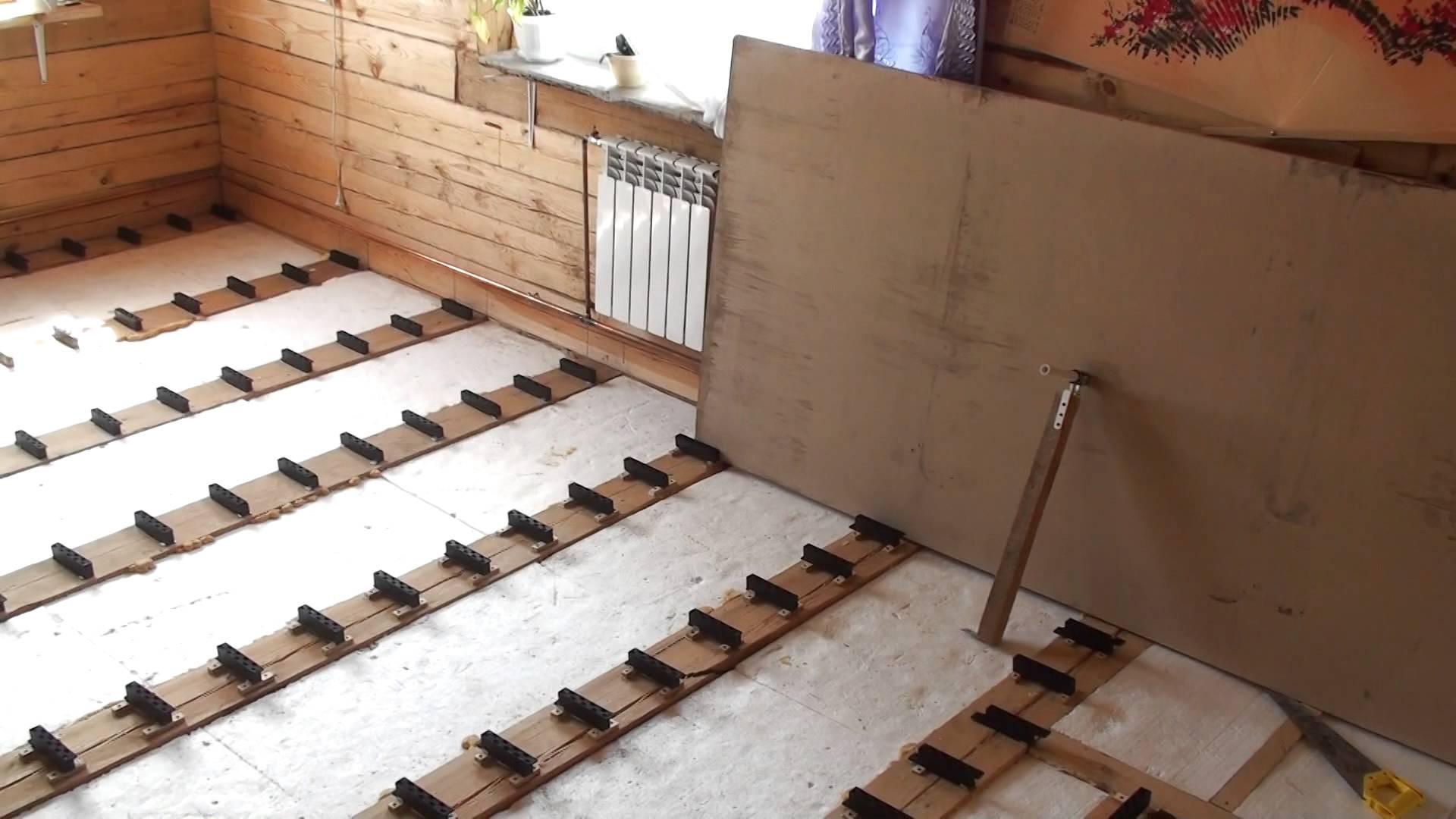 Как выровнять пол в деревянном доме