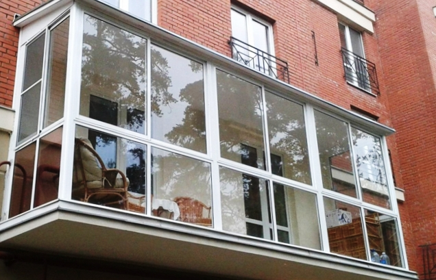 Французское остекление балконов: особенности и технологии.